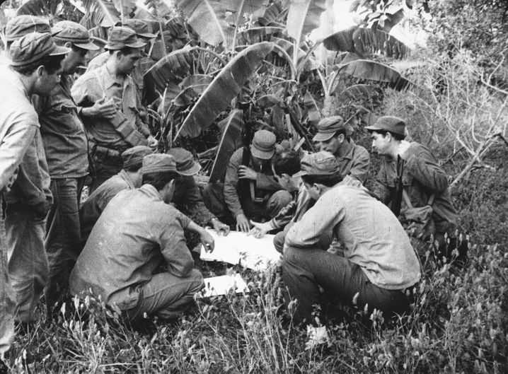 Lagebesprechung der Invasoren: Diese Aufnahme entstand vier Tage vor dem Umsturzversuch in einem karibischen Geheimlager