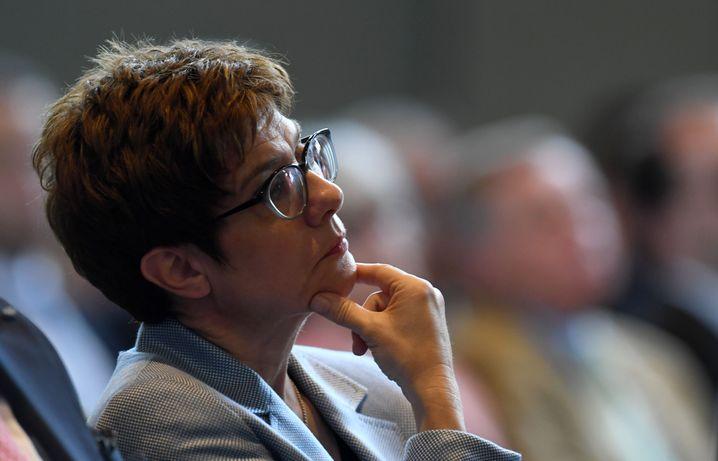 Annegret Kramp-Karrenbauer: Die Zeit rennt ihr davon