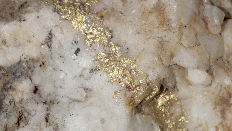 Vergoldet: Die Spur eines Bebens, geschrieben in Quarz