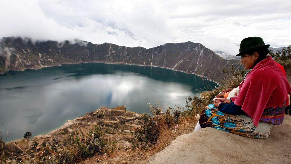 Quilotoa-Lagune in Ecuador: Streichelzoo am Kraterrand
