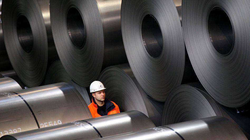 Arbeiter im Stahlwerk: Vorkrisenniveau bereits wieder überschritten