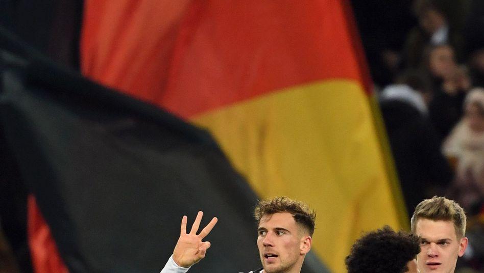 DFB-Spieler Leon Goretzka (l), Serge Gnabry (M), Matthias Ginter: Drückend überlegen