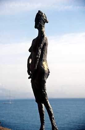 Bronze-Statue auf der Terrasse des Picasso-Museums