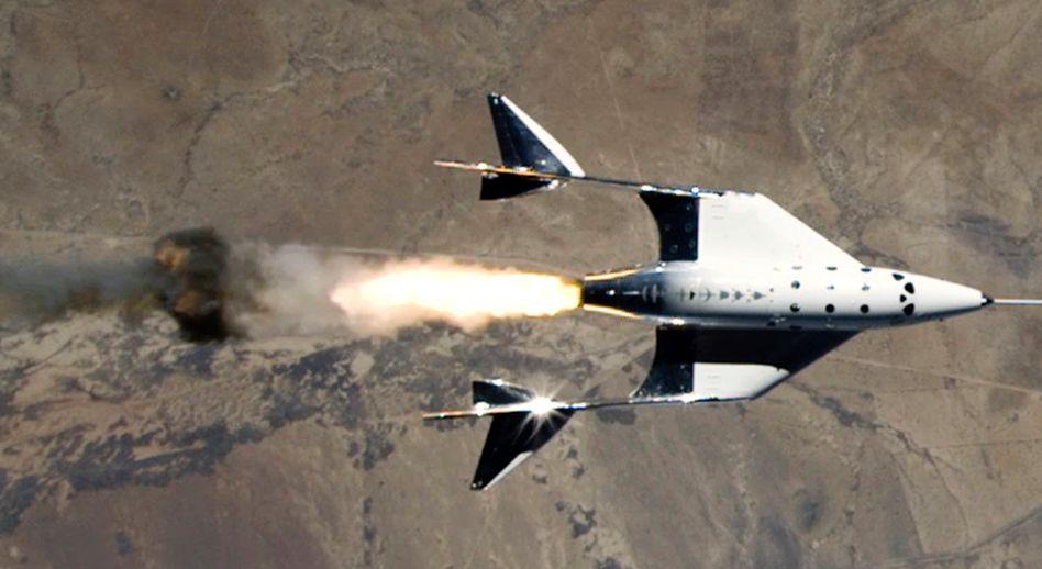 Die »VSS Unity« startet ihren Antrieb, nachdem sie vom Trägerflugzeug abgekoppelt wurde