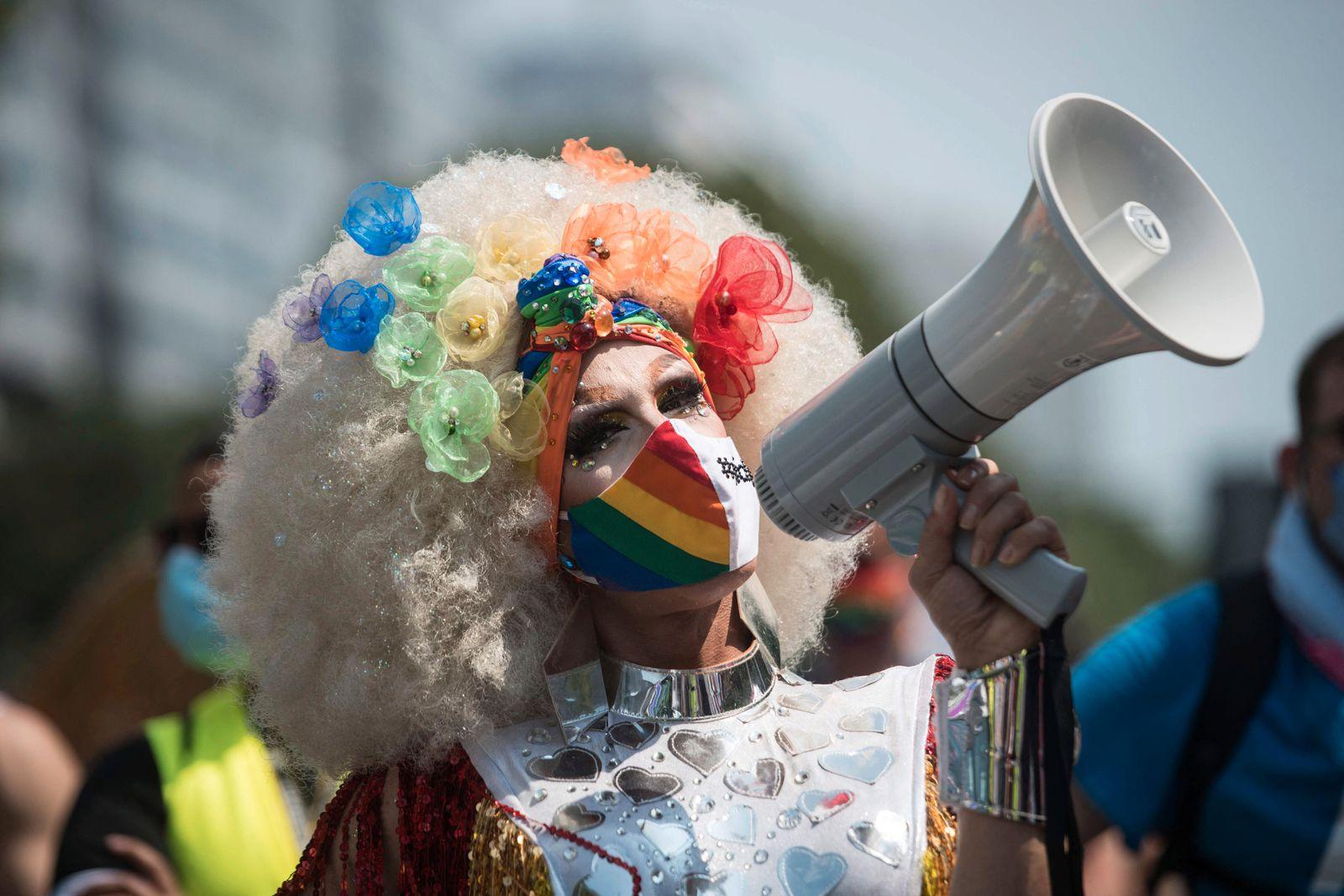 GERMANY-HOMOSEXUALITY-GENDER-POLITICS-DEMONSTRATION