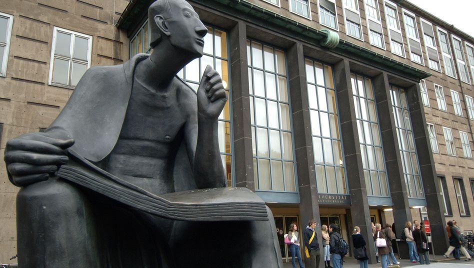 Uni Köln: Rausschmiss für 32 Diplom- und Magister-Studenten