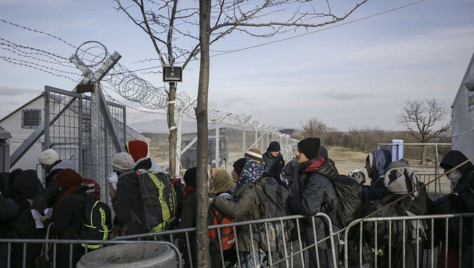 Mazedonisch-griechische Grenze bei Idomeni: Kein Durchkommen mehr für Flüchtlinge