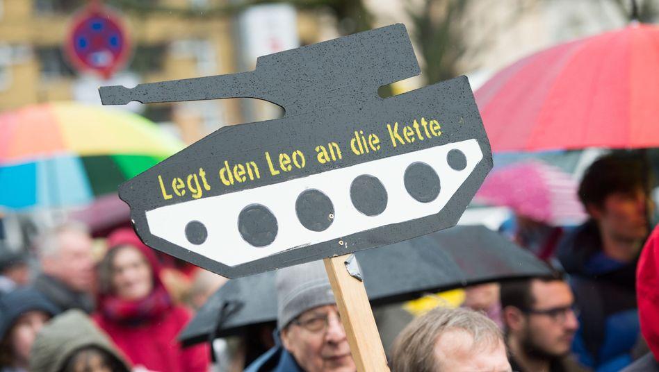 Plakat beim Ostermarsch in Berlin
