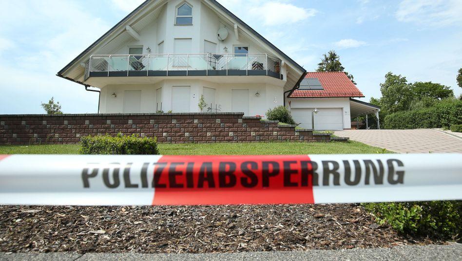 Polizeiabsperrung vor dem Wohnhaus von Walter Lübcke