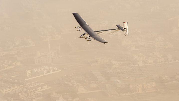 """""""Solar Impulse 2"""": Einmal um die Welt ohne Treibstoff"""