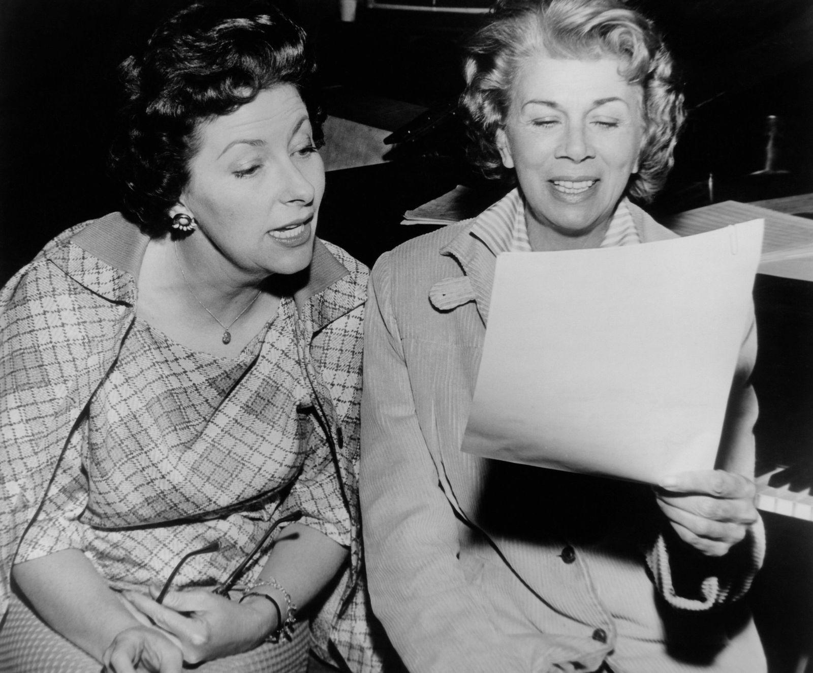 THE FLINTSTONES, Jean Vander Pyl (voice of Wilma), Bea Benaderet (voice of Betty), 1960-66 Courtesy Everett Collection !