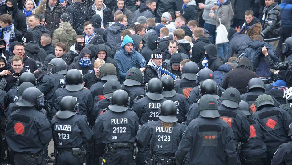 Polizisten in Bremen: Hohe Präsenz sorgt für Unmut