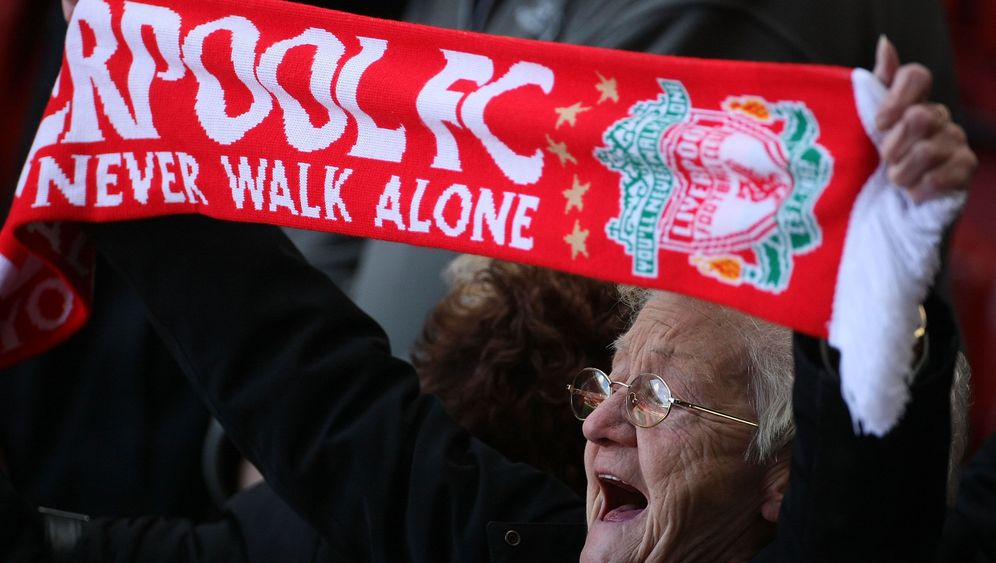 """You'll Never Walk Alone"": Die Hymne aller Fans"