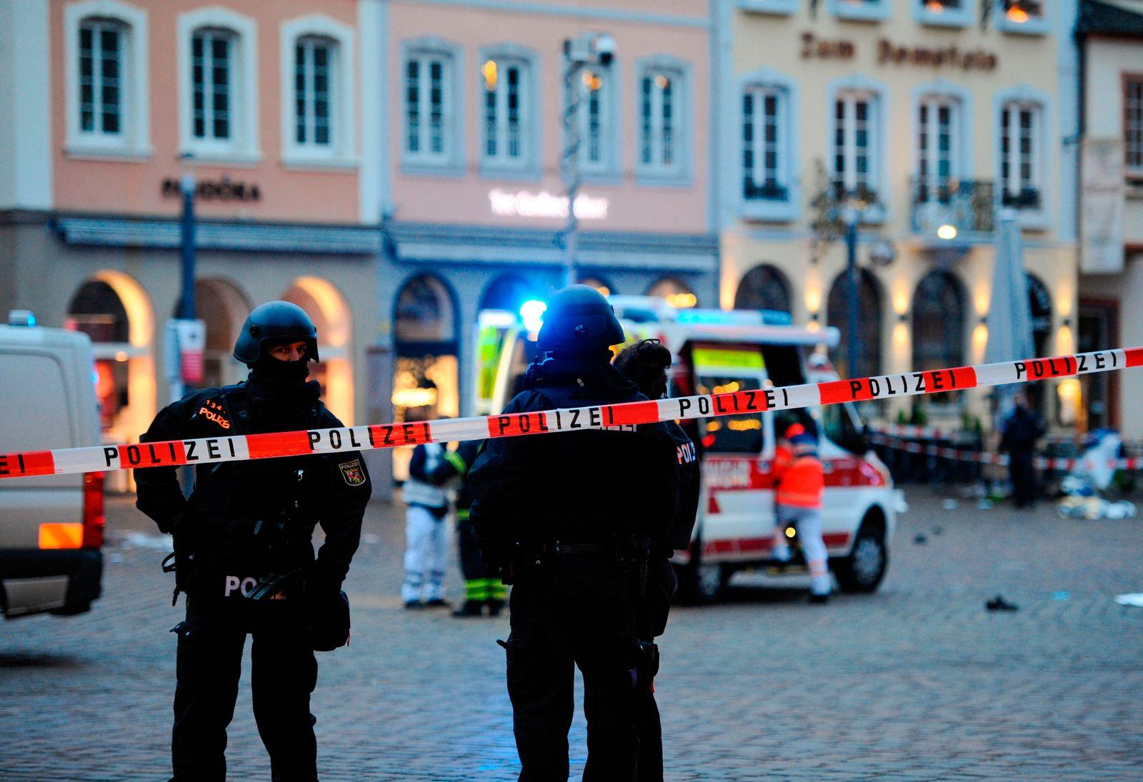TOPSHOT-GERMANY-POLICE-CAR-ARREST