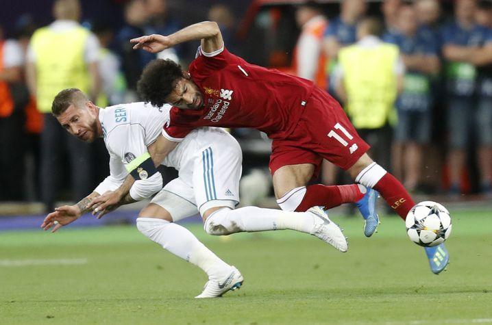 Sergio Ramos (links) gegen Mohamed Salah