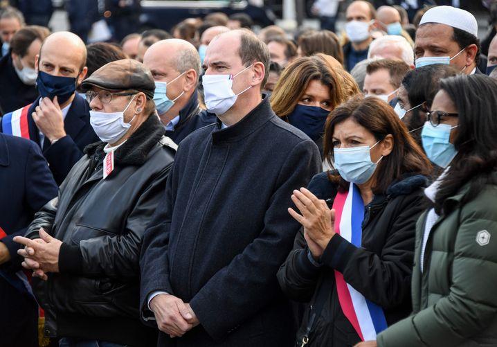 Frankreichs Premier Jean Castex und Anne Hidalgo, Bürgermeisterin von Paris, bei einer Gedenkversammlung für Samuel Paty