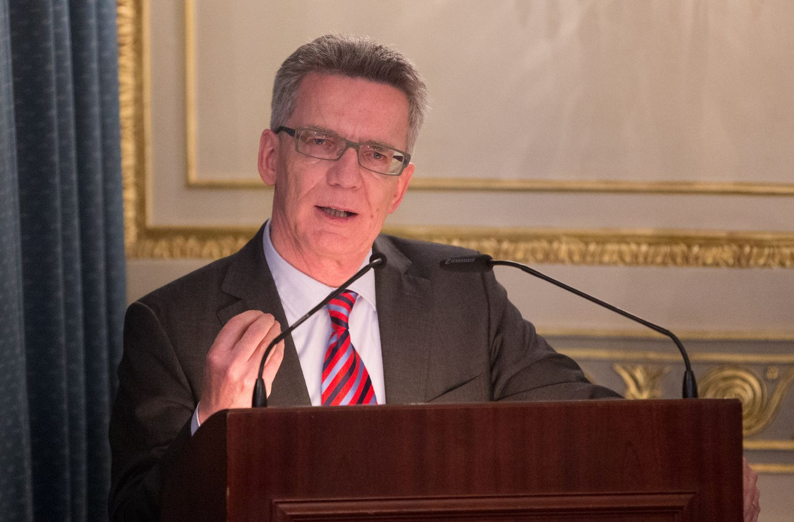Thomas de Maizière diskutiert das Thema IT-Sicherheit