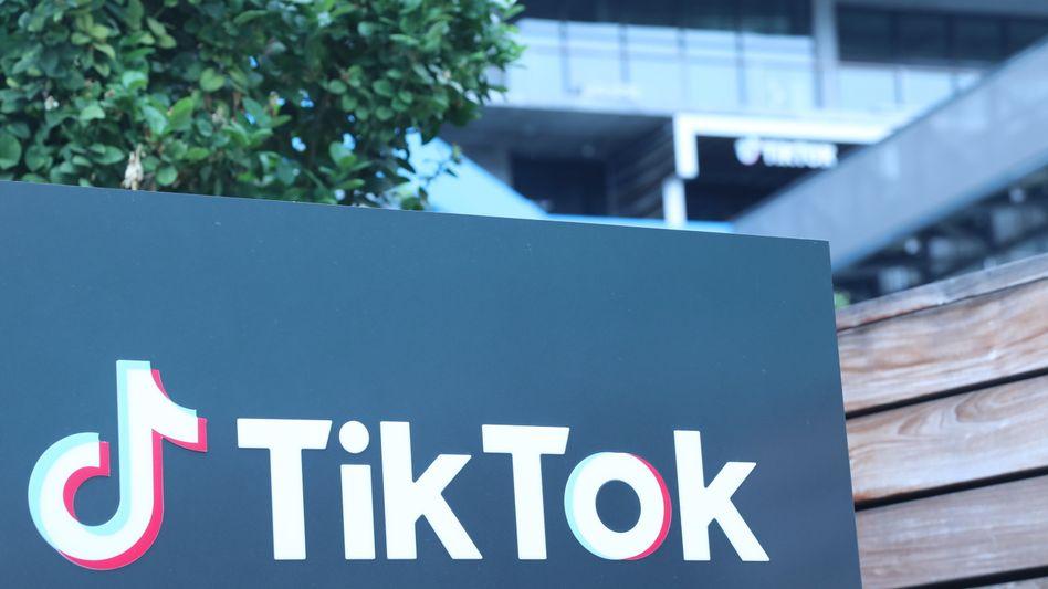 TikTok-Logo vor Büros des Firma in Culver City, Kalifornien