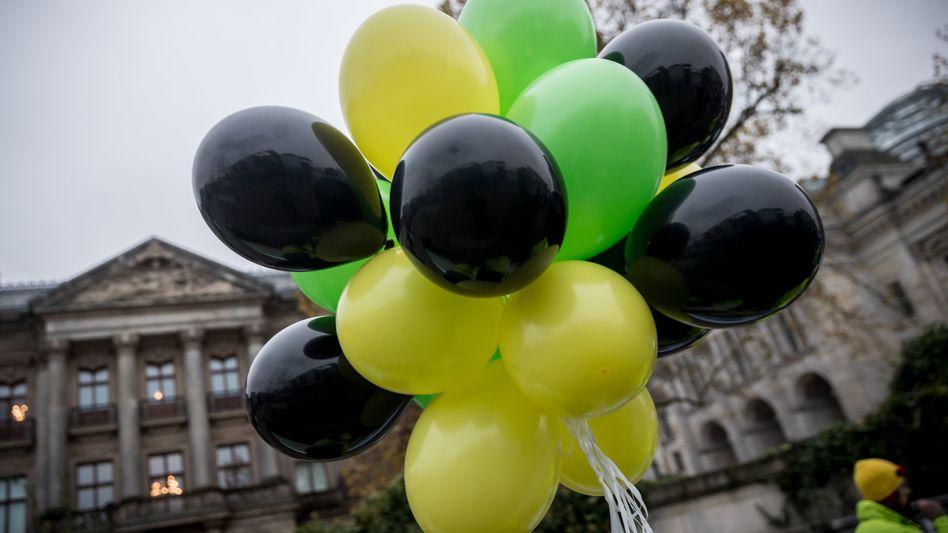 Luftballons in den Farben von Union, FDP und Grünen: Jamaika-Bündnis bevorzugt