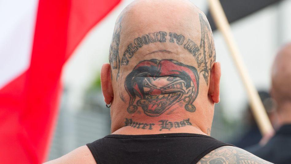 Neonazi in Niedersachsen (Archivfoto): Immer mehr Straftäter verschwinden im Untergrund