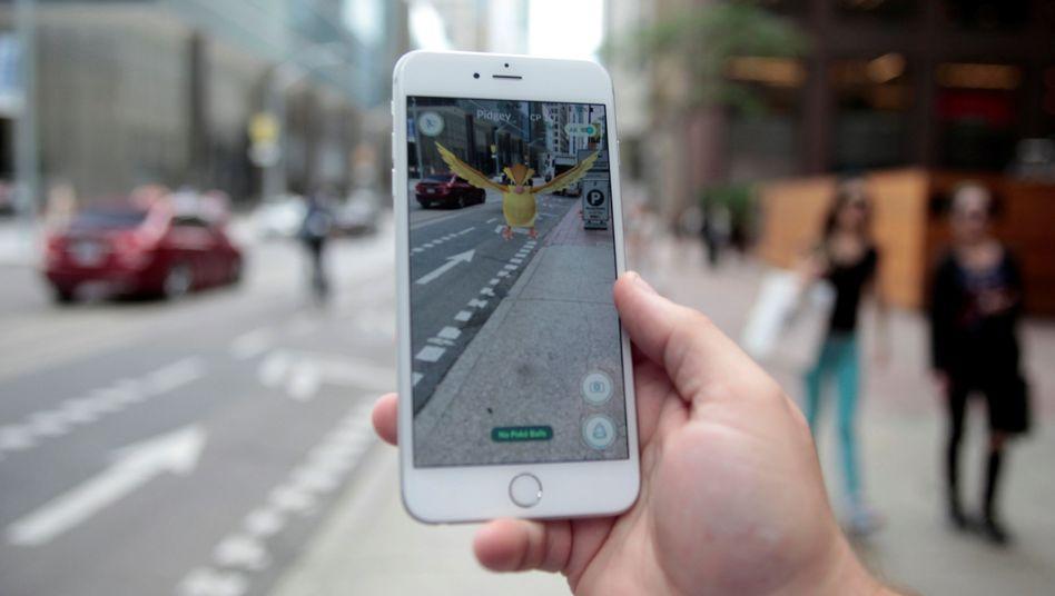 """""""Pokémon Go"""" auf einem iPhone"""
