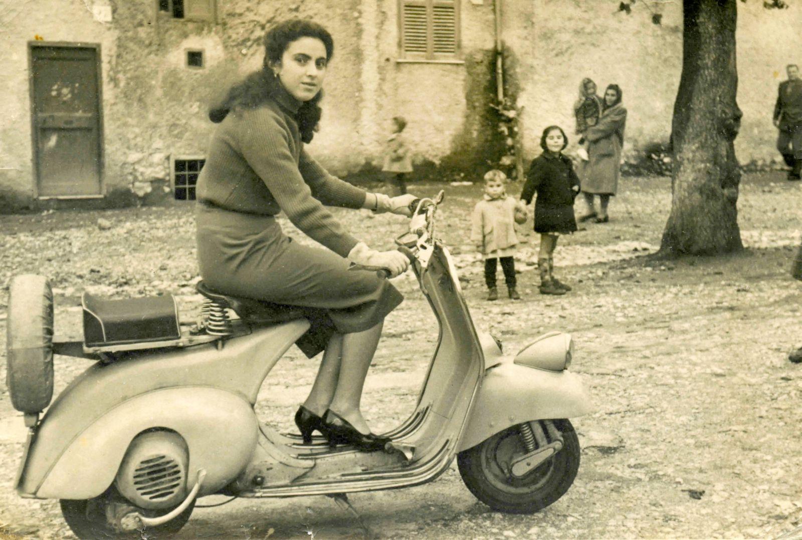 Girl on a Vespa Italy 00404