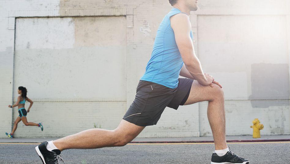 Stretching: Ausgiebiges Dehnen fördert den Aufbau der Faszien