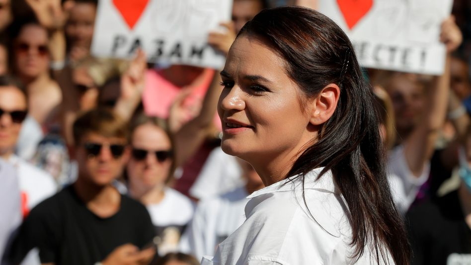 "Swetlana Tichanowskaja vor Anhängern in Brest: ""Sweta! Sweta!"""