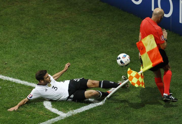 Jonas Hector beim Spiel Deutschland-Ukraine
