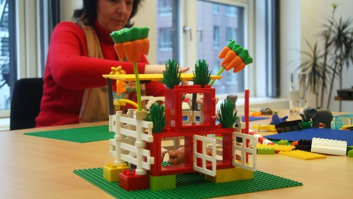 Fotostrecke: Teambuilding: Lego für Manager