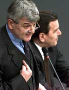 Joschka Fischer muss sich vor dem Bundestag rechtfertigen
