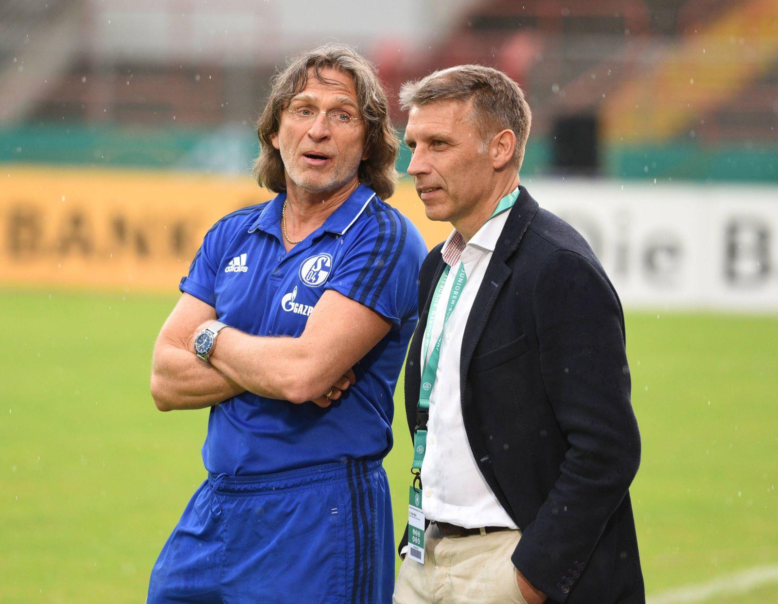 Finale um die Deutsche Jugendmeisterschaft U19: FC Schalke 04 - Hertha BSC Berlin in Oberhausen 27.05.2018. Trainer Nor