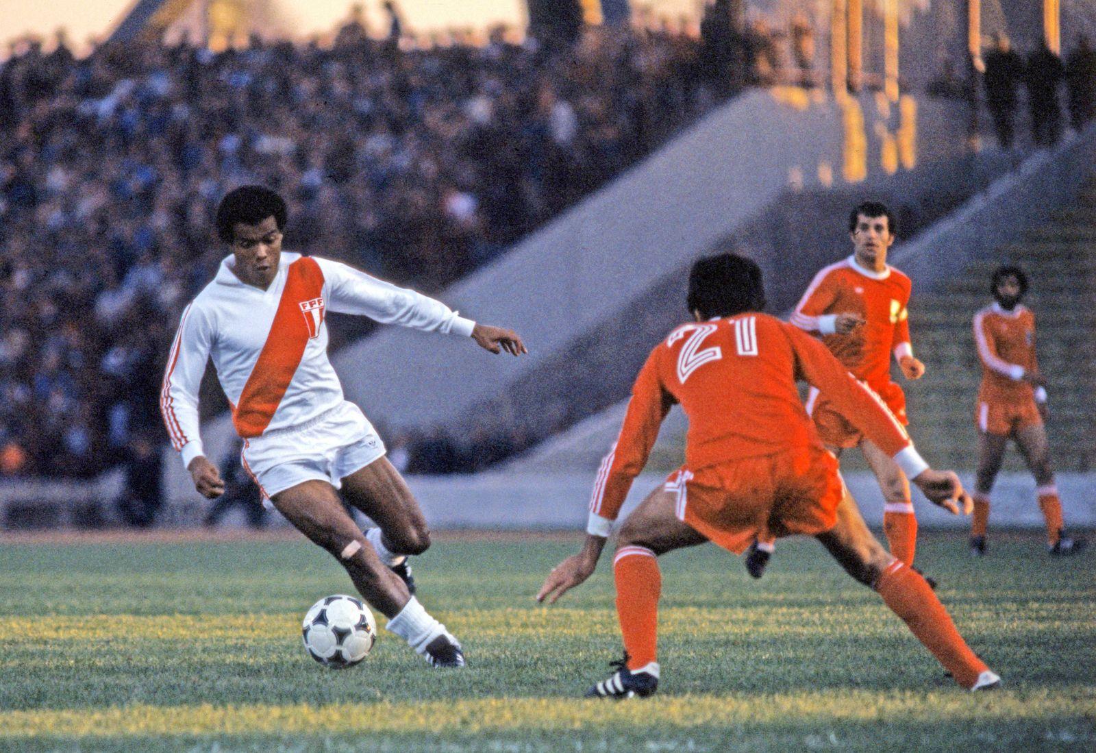 EINMALIGE VERWENDUNG Teofilo Cubillas/ Fussball/ Peru