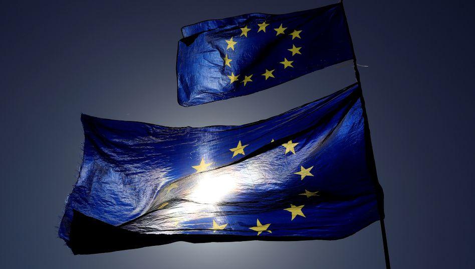 EU-Flaggen: Gibt es keine Einigung, droht zum Jahreswechsel eine ungeordnete Trennung
