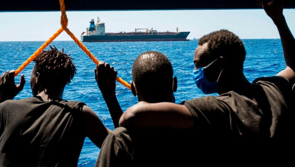 Migranten auf dem Rettungsschiff