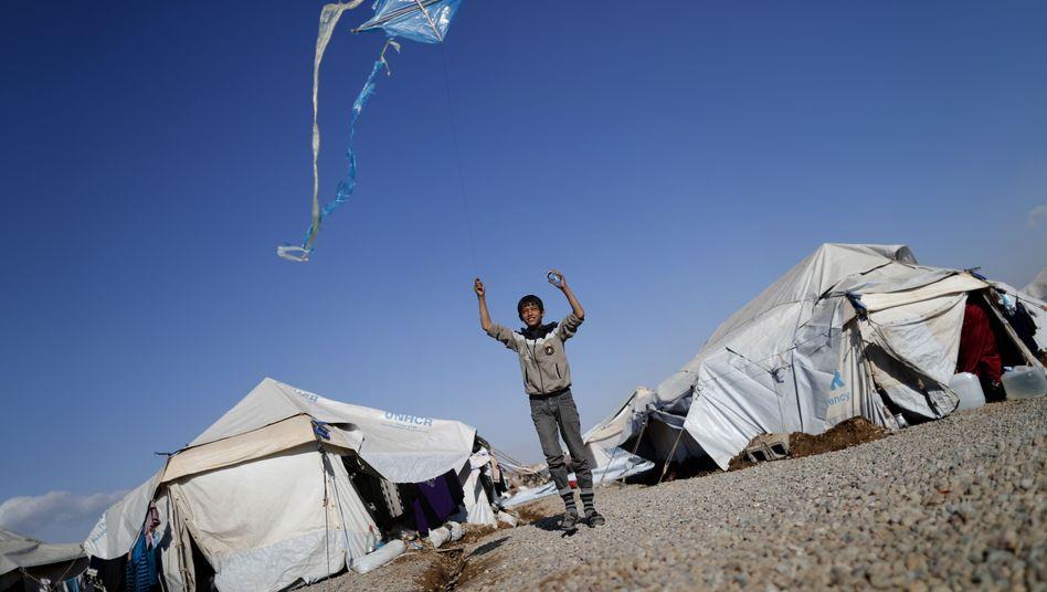 Ein Junge und sein Drachen in einem Camp nahe Erbil: Die Erinnerung an die Verbrechen ist nicht verblasst