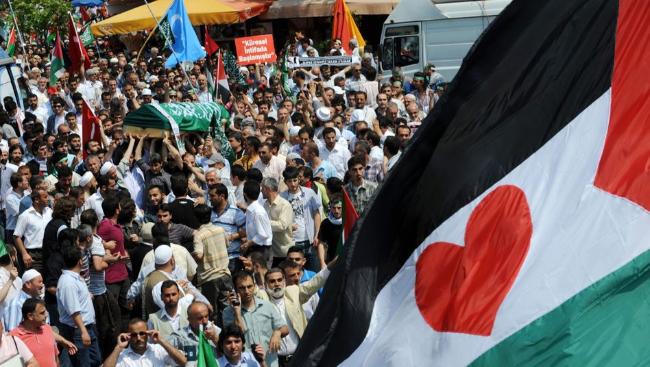 The funeral service in Istanbul for IHH members killed in the Gaza raid.