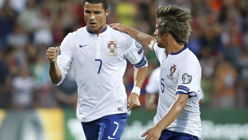 Portugal-Star Ronaldo (l.): Dreierpack gegen Armenien