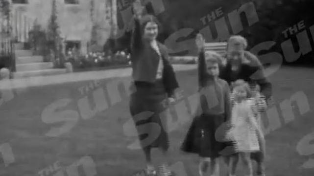 Hitlergruß vor Familiensitz: Die heutige Queen Elizabeth II. mit ihrer Mutter