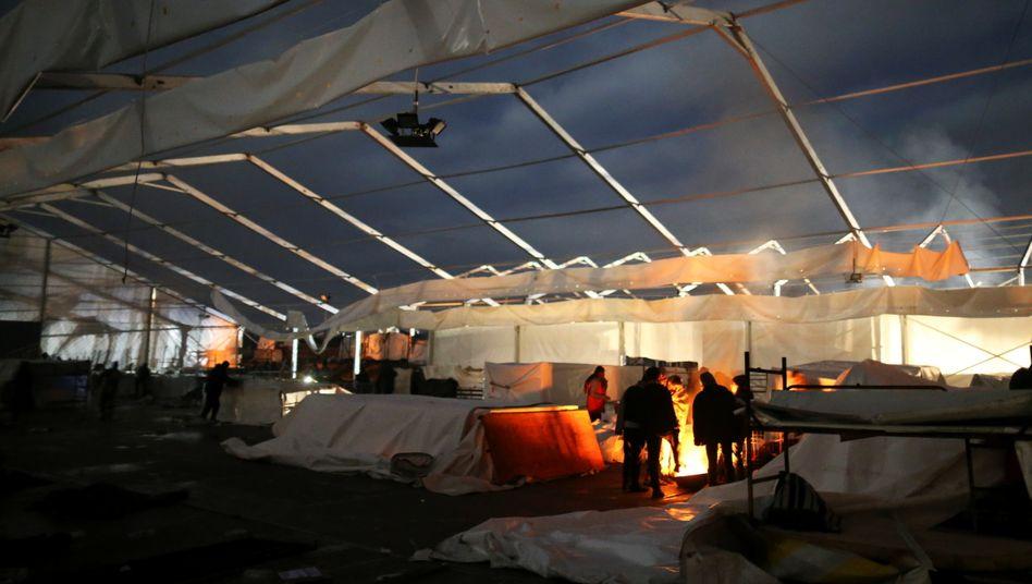 Menschen im Lager Lipa am 30. Dezember: Unwürdige Bedingungen