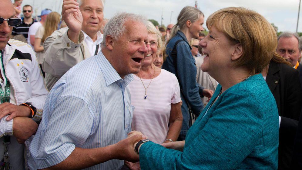Merkel auf Sommertour: Im Bann der Kanzlerin