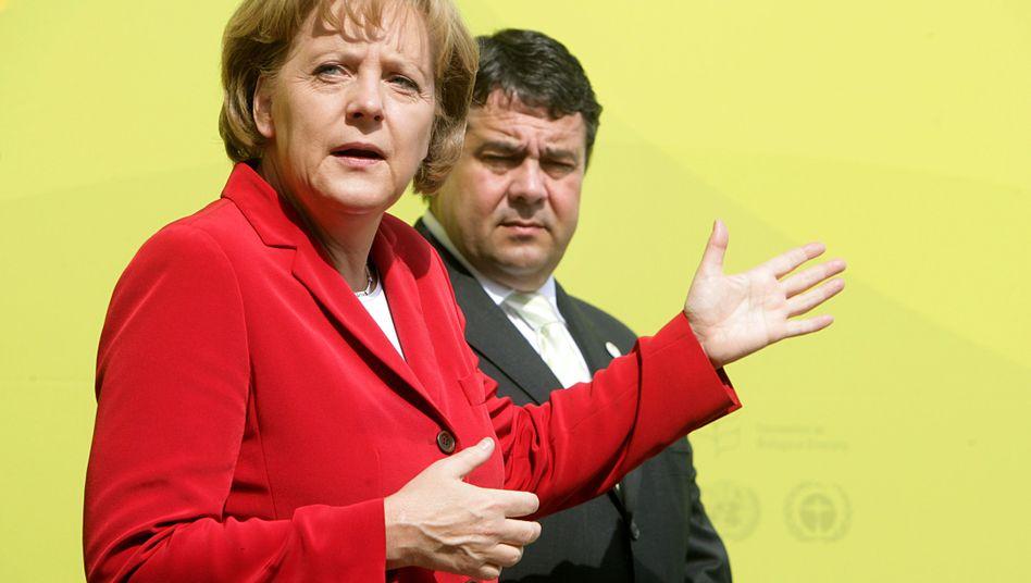 Kanzlerin Merkel, SPD-Chef Gabriel: Abstand von 42 Punkten bei direktem Duell