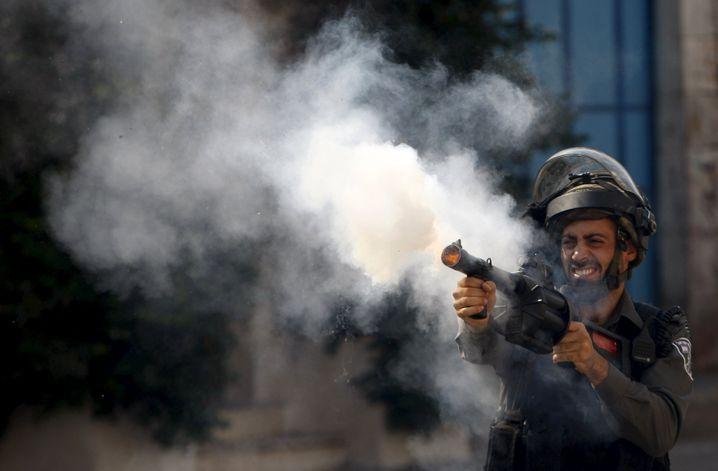 Israelischer Polizist setzt Tränengas ein: Proteste in Hebron