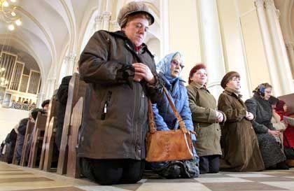 Moskauer beten für den verstorbenen Johannes Paul II: Wer gibt seelischen Beistand in schwierigen Zeiten?