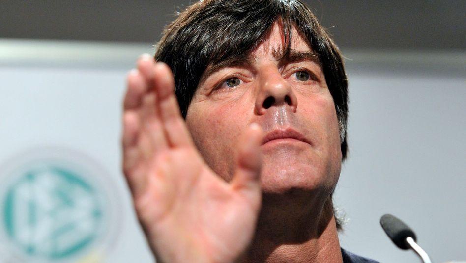 Bundestrainer Löw: Unbeeindruckt vom Kapitäns-Streit