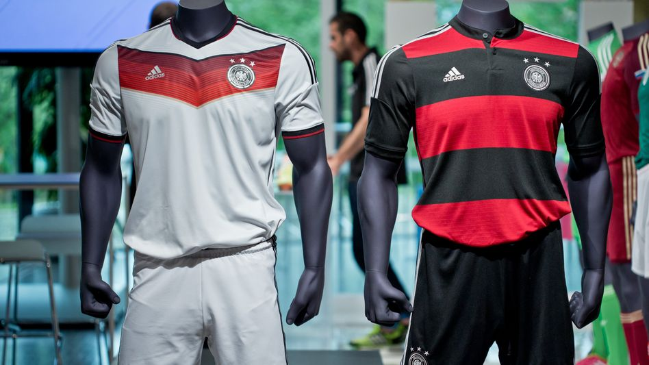 Deutschland-Trikots in Adidas-Laden: Vierter Stern ist vorbereitet