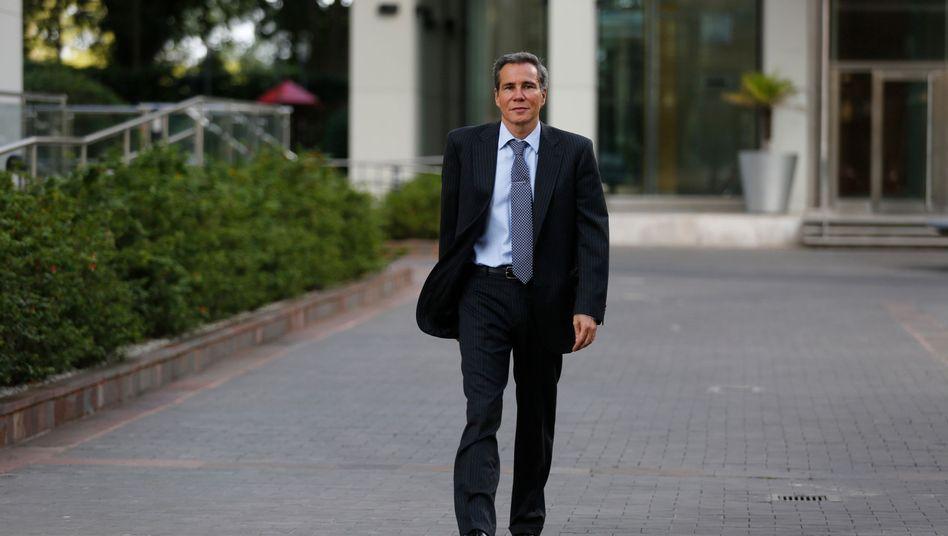 Alberto Nisman 2004 auf dem Weg zum Prozess:
