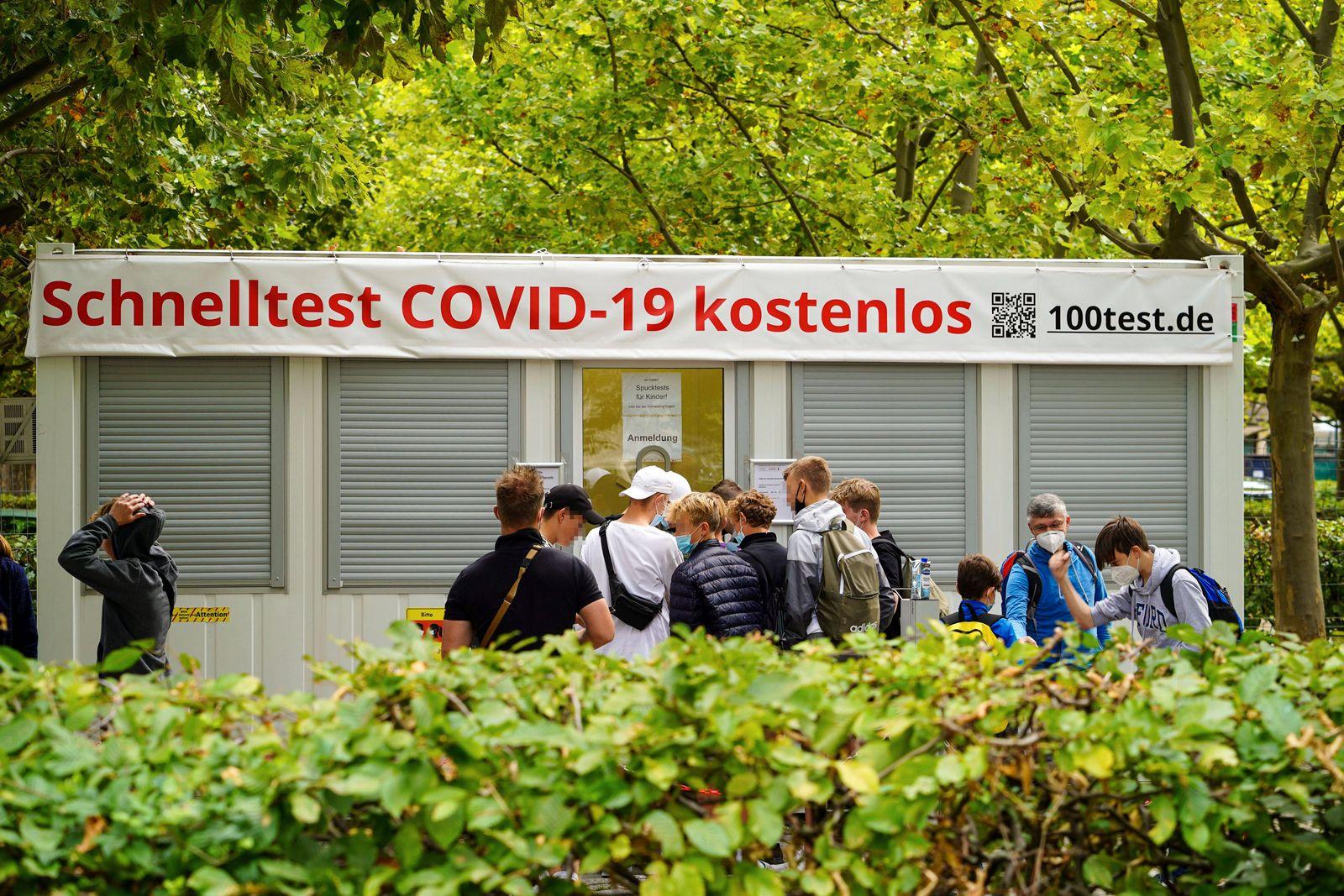 25.08.2021, Berlin, Deutschland, GER, Covid19 Schnelltest kostenlos. *** 25 08 2021, Berlin, Germany, GER, Covid19 quick