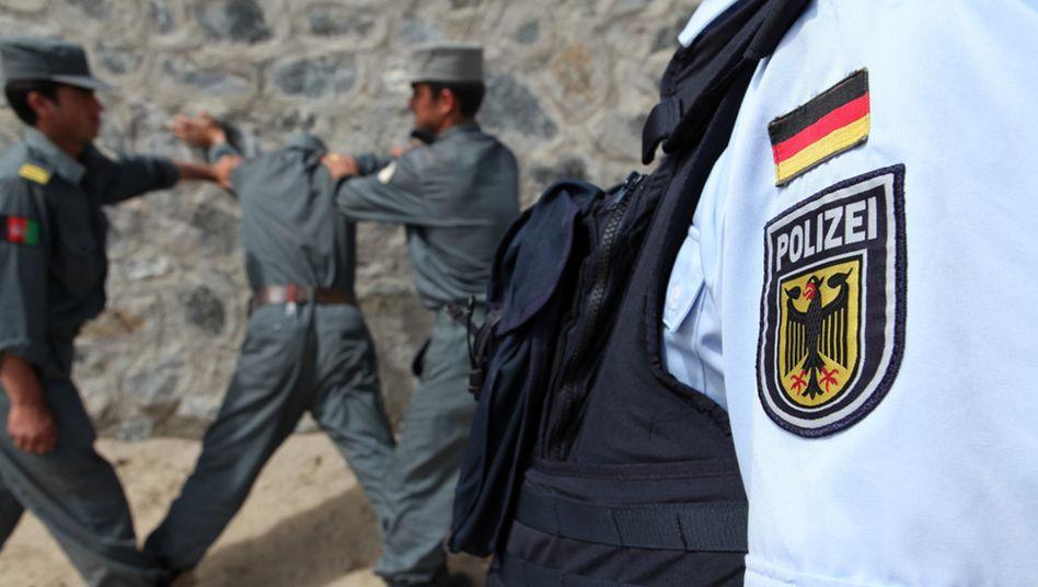 Ausbildung afghanischer Polizisten durch die deutsche Polizei (Archivfoto): Bis zu 200 Beamte der Bundespolizei waren in dem Land im Einsatz