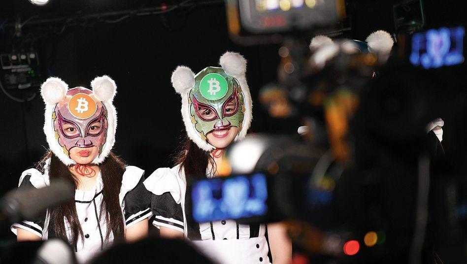 Mitglieder der japanischen Popband Virtual Currency Girls bei Werbeaktion für Kryptowährung:»Ein Wolf im Schafspelz bleibt ein Wolf«